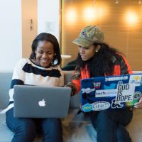 afro programozó nő