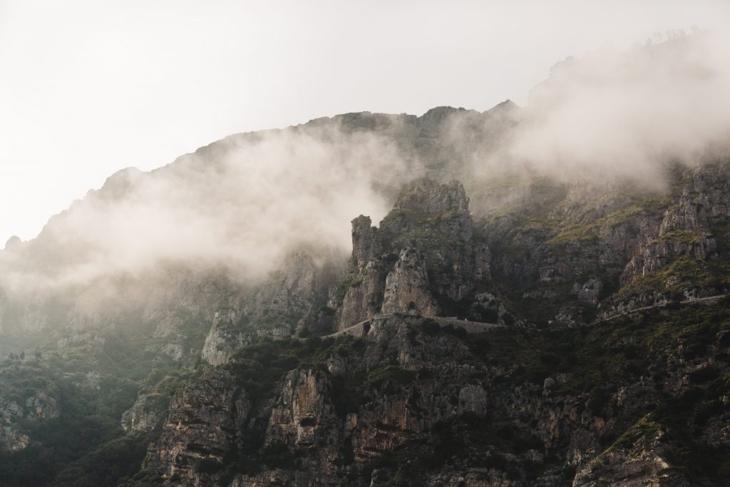 hegyek és köd